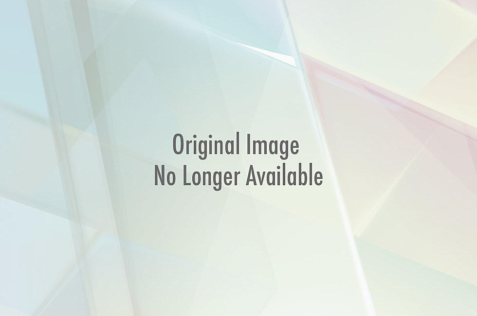 Kelly Clarkson makes us love her more by not caring if we think she's a lesbian.