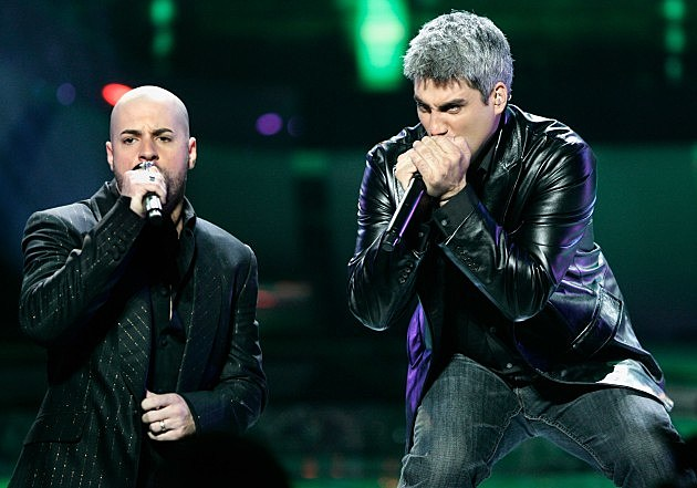 Former American Idol Chris Daughtry performs onstage with Taylor Hicks